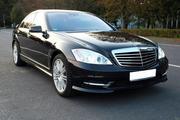 Самый крутой кортеж в городе Астана из черных и белых Mercedes-Benz S-